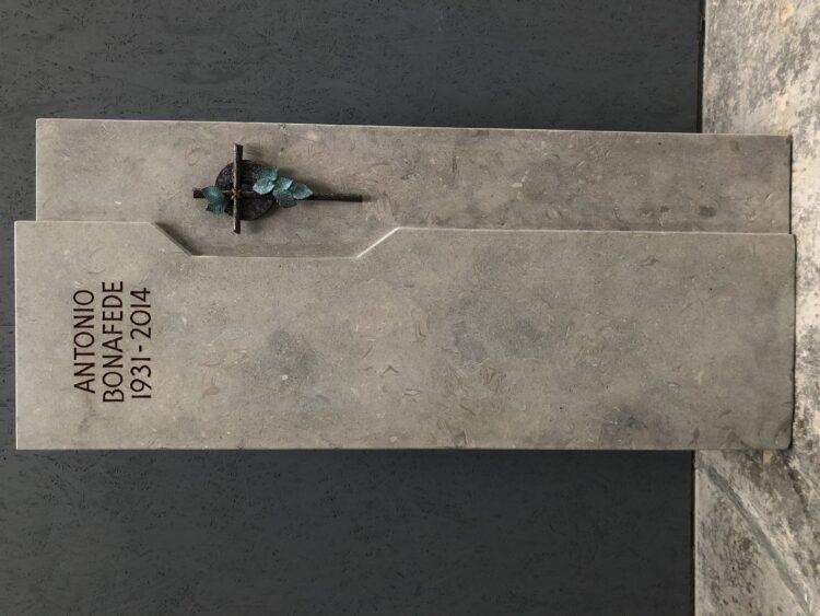 Kreuz mit Blätter Bronze